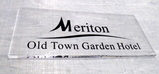 Pleksilasikyltti Meriton Hotel